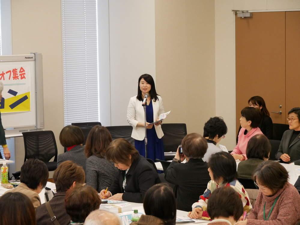 取材や女性団体の集会に出席
