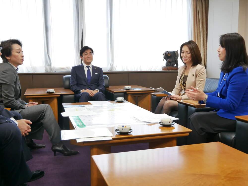橋本聖子大臣から「政治分野における女性の活躍推進について」党へ要請