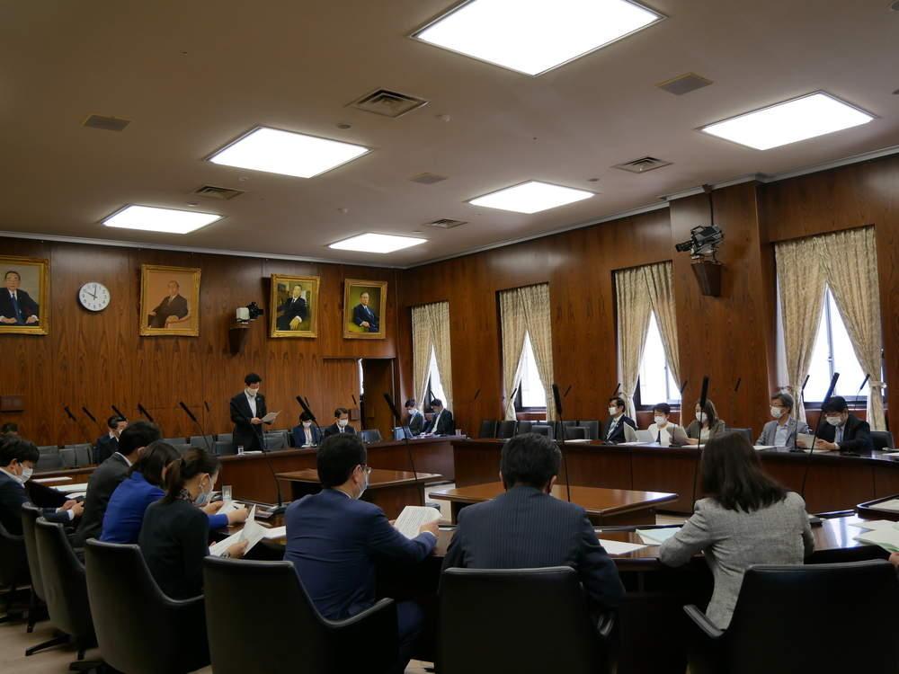 内閣委員会が開催